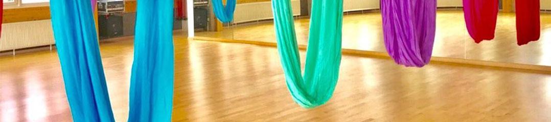 Aerial Yoga mitMirlinda Mazrekaj — Hier beginnt die Fitness